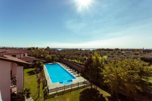 Vista sulla piscina di Hotel Splendid Sole o su una piscina nei dintorni