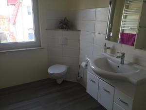 Ein Badezimmer in der Unterkunft Ferienhaus Bülow