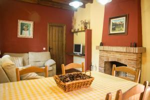 En sittgrupp på Rural Montes Málaga: Lagar Don Sancho