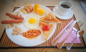 Frühstücksoptionen für Gäste der Unterkunft Jail Break Surf Inn
