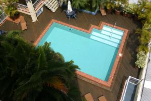 A view of the pool at Inn Cairns or nearby