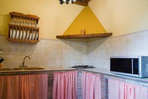 Ett kök eller pentry på Rural Montes Málaga: Finca Pedregales