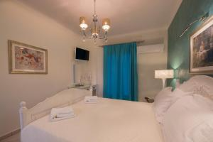 A bed or beds in a room at Villa Rose