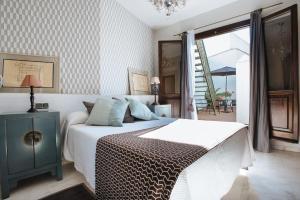 A bed or beds in a room at Singular Corral de San José