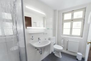 A bathroom at Hotel Alt-Ringlein