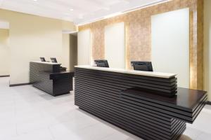 The lobby or reception area at Courtyard by Marriott Kingston, Jamaica