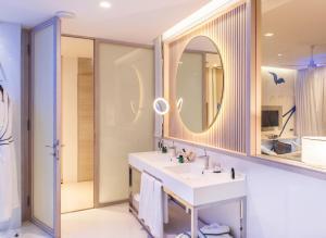 A bathroom at Sofitel Tamuda Bay Beach And Spa