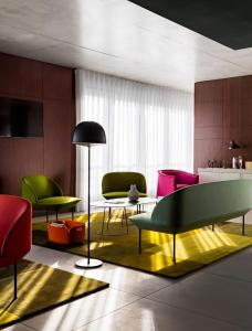 A seating area at Okko Hotels Cannes Centre