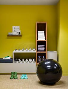 The fitness center and/or fitness facilities at Okko Hotels Cannes Centre
