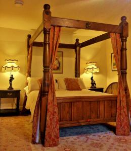 A bed or beds in a room at The Firecat Country House Guesthouse