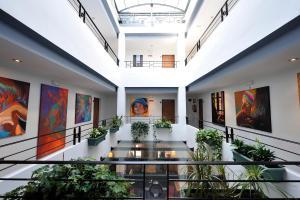 El vestíbulo o zona de recepción de Atrium Hotel