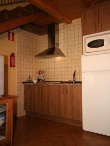 Una cocina o zona de cocina en Apartamentos Rurales La Platea