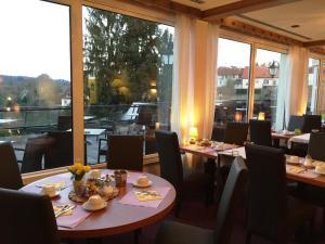 Ресторан / где поесть в Hotel Restaurant Aux Trois Roses