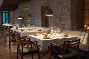 Ein Restaurant oder anderes Speiselokal in der Unterkunft Wiesergut