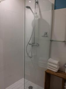 A bathroom at beau studio centre ville