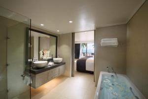 A bathroom at DoubleTree by Hilton Fiji - Sonaisali Island