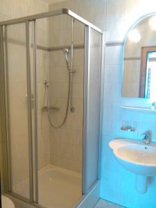 Ein Badezimmer in der Unterkunft Hotel-Gasthof Nutzkaser