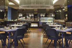 A restaurant or other place to eat at Le Meridien Kota Kinabalu
