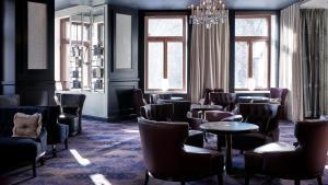 Majoituspaikan Hotel Kämp baari tai lounge-tila