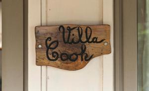 Um certificado, prêmio, placa ou outro documento exibido em Robinson's Cove Villas - Deluxe Cook Villa