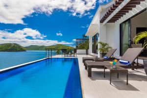 The swimming pool at or close to Busuanga Bay Lodge