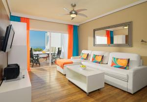 A seating area at Regency Torviscas Apartments and Suites