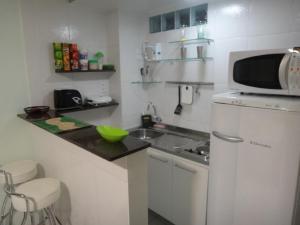 Una cocina o zona de cocina en Ajuricaba Suites 1