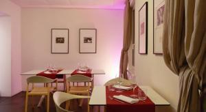 Ein Restaurant oder anderes Speiselokal in der Unterkunft Hotel Gabbani