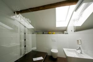 A bathroom at Monello Apartments
