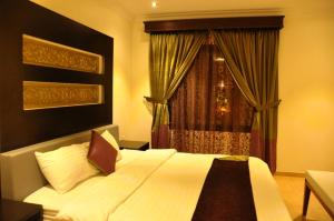 Cama ou camas em um quarto em Holiday Plus Hotel Suites