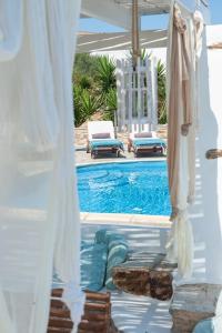 The swimming pool at or near Kastro Antiparos