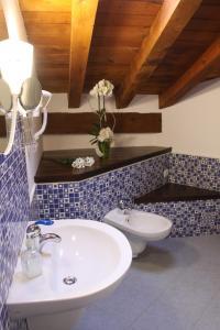 Un baño de Posada Rural La Piñorra