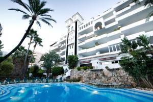 Het zwembad bij of vlak bij Aparthotel Monarque Sultán