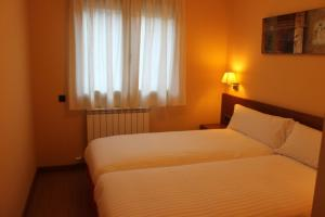 A bed or beds in a room at Apartamentos Costarasa