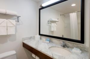 A bathroom at Hampton Inn Seaport Financial District