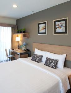 A bed or beds in a room at Viva Garden Serviced Residence