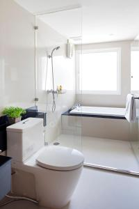 A bathroom at Viva Garden Serviced Residence