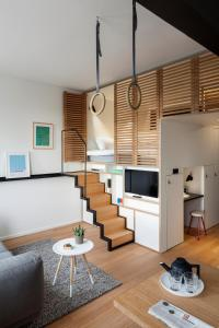 A seating area at Zoku Amsterdam