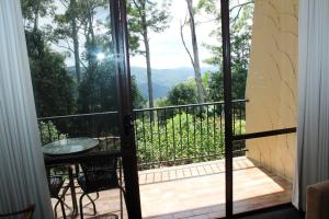 A balcony or terrace at Mt Tamborine Motel