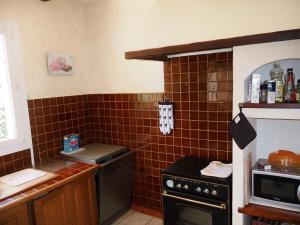 Een keuken of kitchenette bij Holiday Home La Maison du Verger