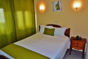 Uma cama ou camas num quarto em Residencial A Doca