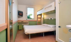 A bed or beds in a room at Hotel Ibis Budget Montpellier Centre Millenaire -