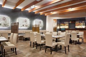 Restauracja lub miejsce do jedzenia w obiekcie Hotel Stara Kamienica