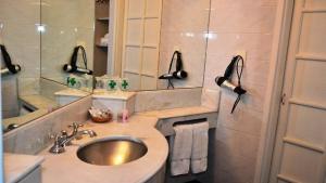 A bathroom at Hotel Salta
