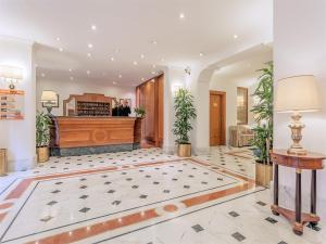 The lobby or reception area at Raeli Hotel Luce