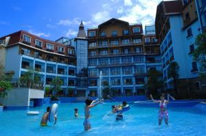 Бассейн в Oasis O.City Hotel Shenzhen или поблизости