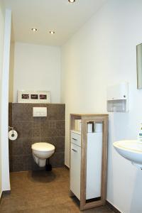 A bathroom at Hotel Klenkes am Bahnhof
