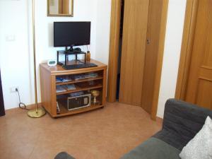 Una televisión o centro de entretenimiento en Casa Mia