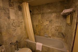 A bathroom at Rimpao Hotel