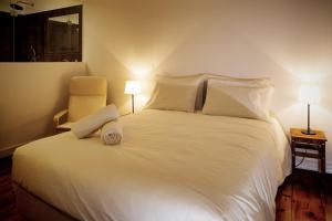 Uma cama ou camas num quarto em GS Chiado Boutique Studios & Suites